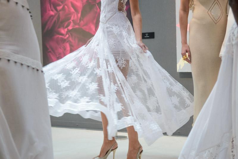 Precioso detalle de la falda de un vestido. Encaje y transparencias se complementan perfectamente