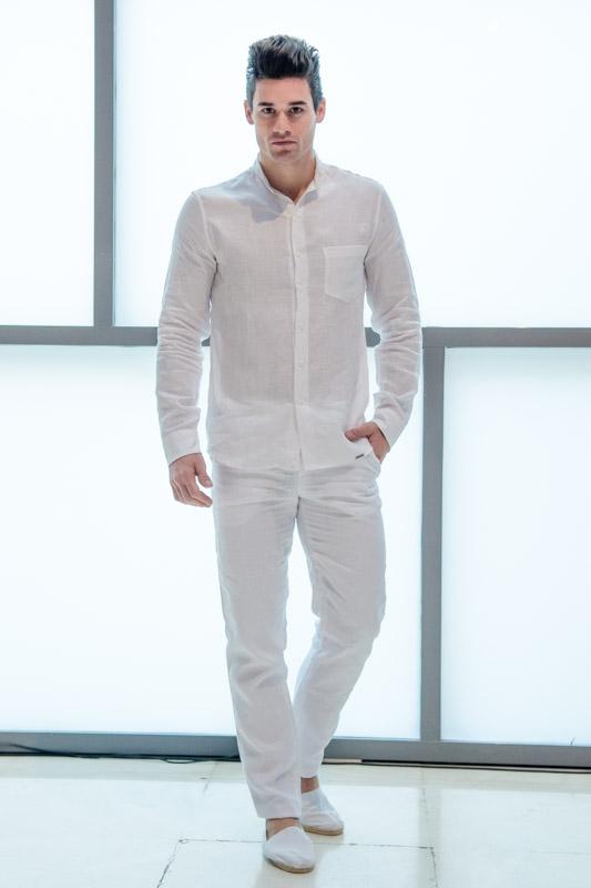La camisa ibicenca destaca por su sencillez, frescura y comodidad.