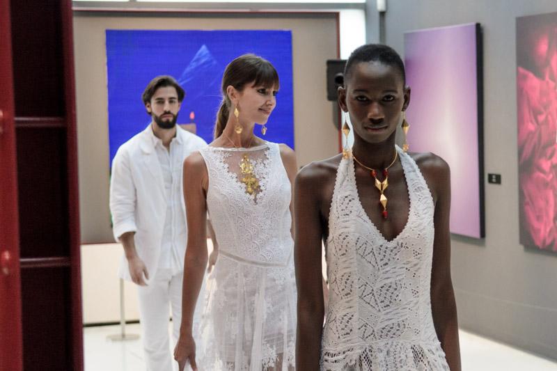 Algunas modelos posan con las novedades de la moda adlib 2016
